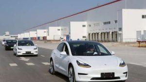 Тесла снижает цену китайской модели 3 на 10%, чтобы претендовать на субсидии для электромобилей.